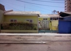 Cómoda casa central en Iquique. Anibal Pinto-Bulnes