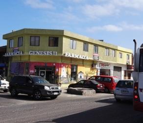 FARMACIA UBICADA EN IQUIQUE. INCLUYE AMPLIO INMUEBLE. CALLE TARAPACÁ.- HÉROES